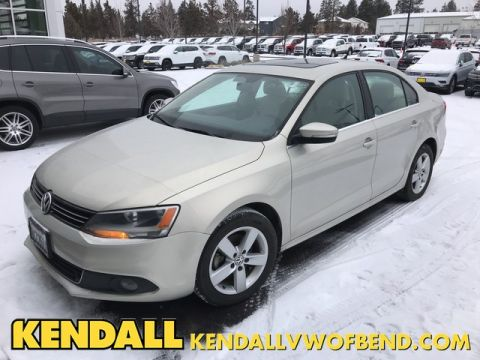 Pre-Owned 2011 Volkswagen Jetta Sedan TDI w/Nav